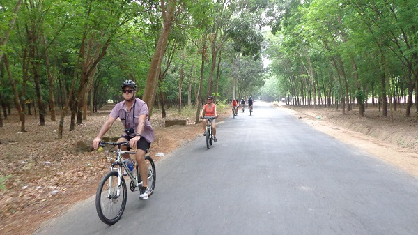 cycling to Chu Chi Tunnels